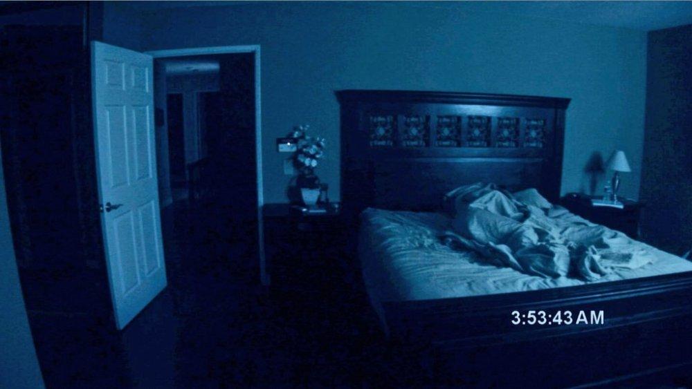 Scena letto Paranormal Activity