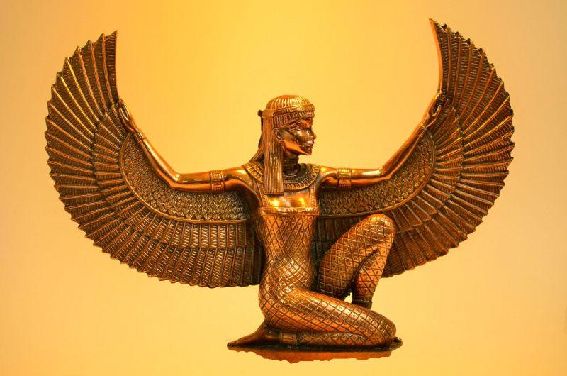 Iside dea egiziana statua