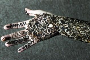 Continuación del diseño a la palma de la mano.