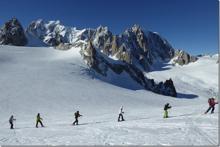 Cordée avec le Mont Blanc