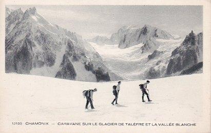 Caravane sur le Glacier de Talèfre