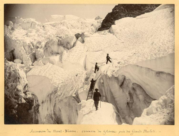 Crevasse de glace près des Grands Mulets