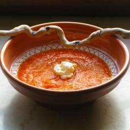 Möhren-Spitzpaprika-Suppe