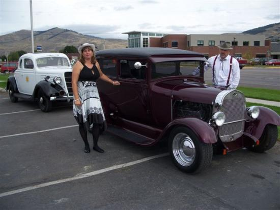 Kruz for Kids Bonnie & Tom (aka Bonnie & Clyde) being pulled over by the 1935 MHP Cruiser