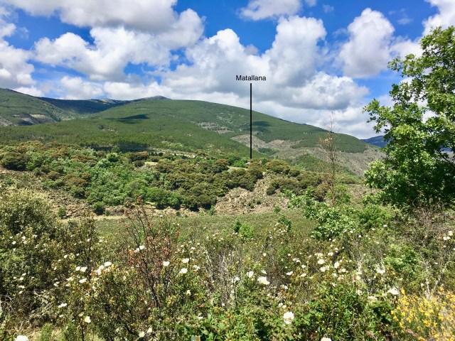 Pueblo de Matallana visto desde el Camino de Roblelacasa a Matallana.