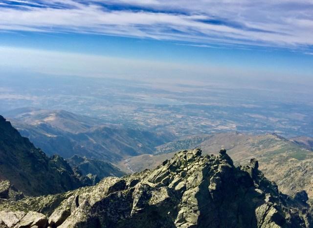 Abajo, el Valle del Tiétar.