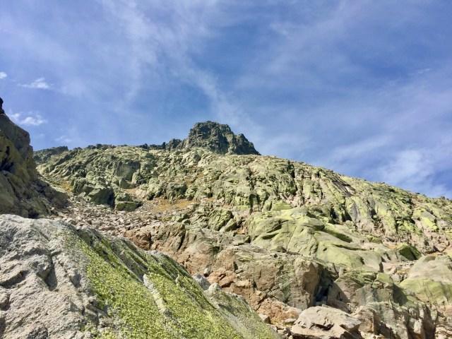 Arriba, la cima del Almanzor.