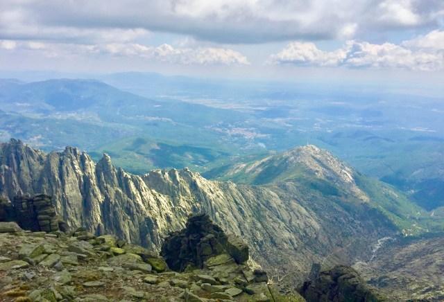 Vertiente de Los Galayos vista desde La Mira.