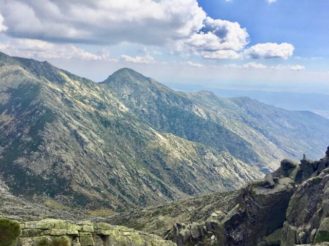 Cabezo del Cervunal y la Garganta Lóbrega desde la Portilla Pelucas.