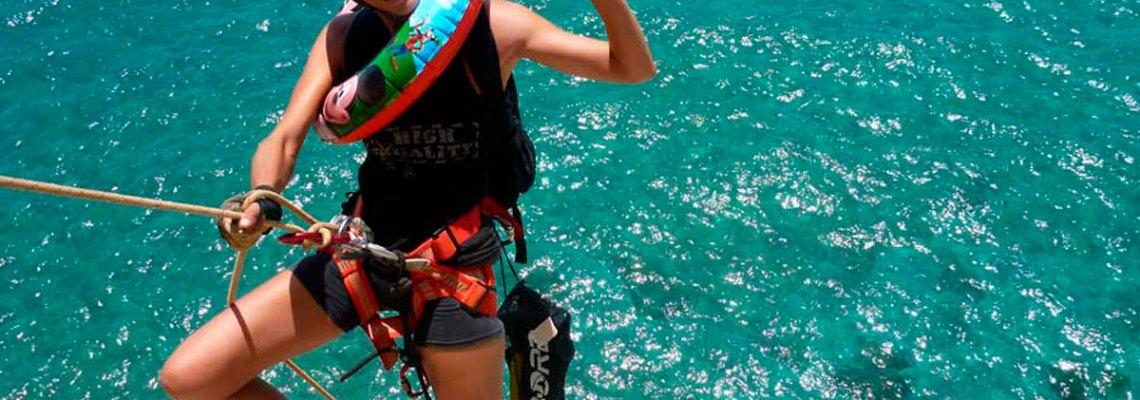 Coge casco y arnés… ¡que nos vamos a la playa! (o cómo combinar actividades de montaña y, de paso,  acabar con la discusión: ¿mar o montaña?)