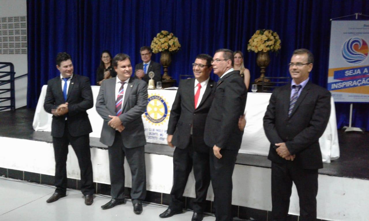 Rotary Club de Vazante da posse a novos companheiros; juiz é homenageado com Título Paul Harris