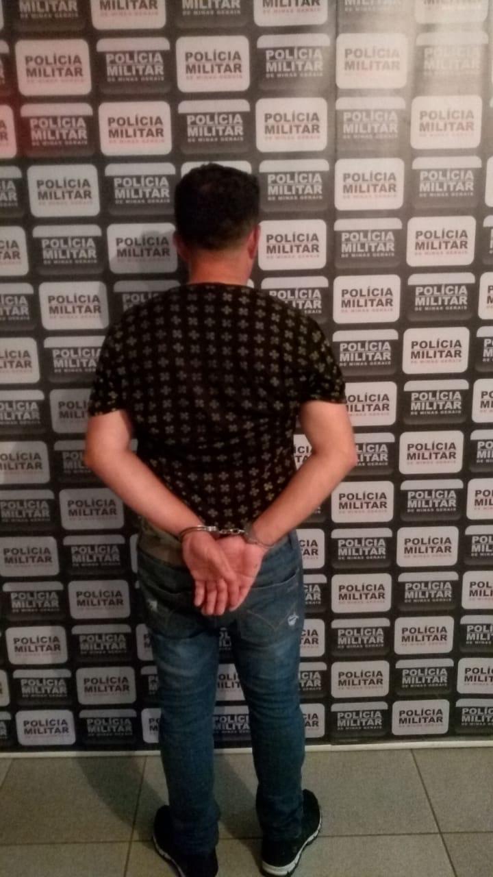 Polícia Militar de Vazante apreende homem de Goiás no Centro de Vazante com simulacro de arma de fogo