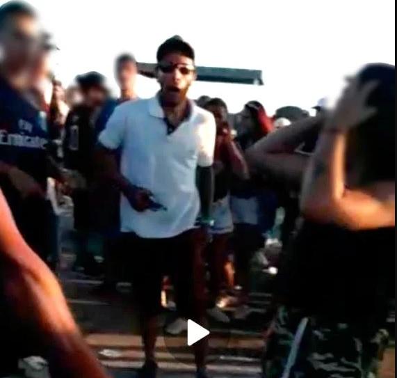 Imagens mostram vítimas de chacina exibindo armas momentos antes. Polícia Civil investiga