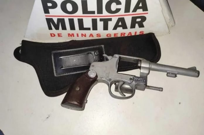 Estudantes são apreendidos com arma de fogo dentro de escola estadual de Patos de Minas