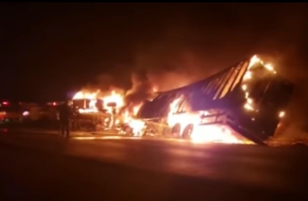 Acidente entre ônibus e carreta deixa 4 mortes e 27 feridos na BR-365 em Patos de Minas
