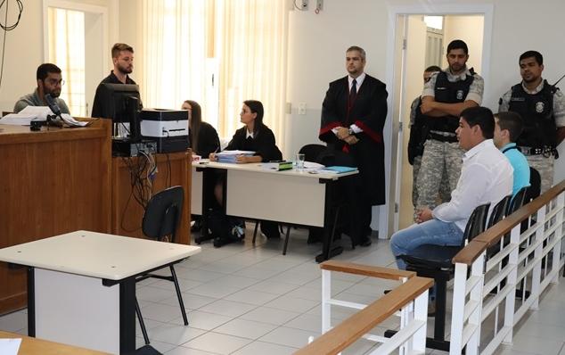 Acusados de matar jovem a facadas em Lagoa Grande são condenados a 12 e 17 anos de prisão