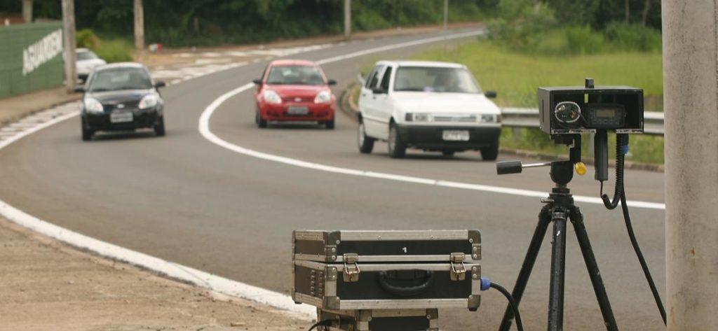 Contran atende Governo e proíbe radar de trânsito oculto