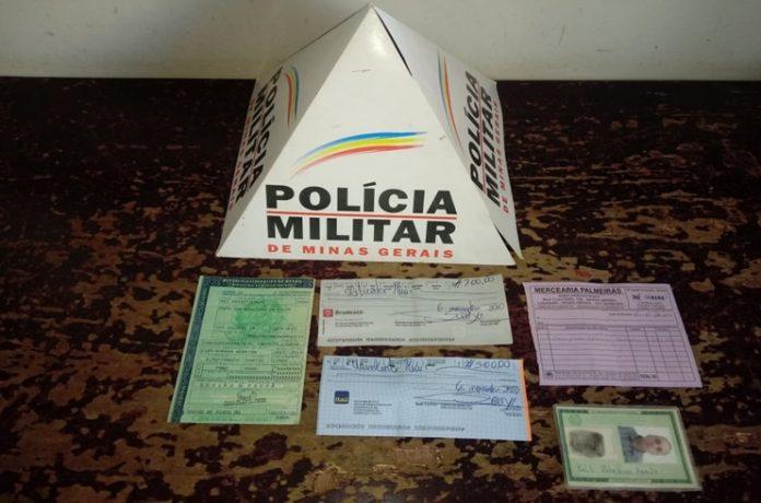 Homem é preso em Lagamar tentando aplicar golpe com cheques furtados