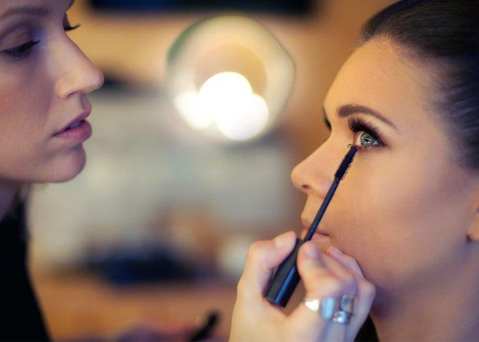quanto cobrar por uma maquiagem