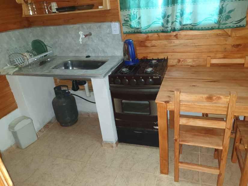Cocina en Cabaña Termas de Monte caseros