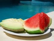 Comida en la piscina