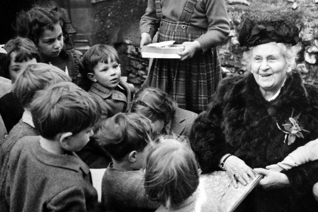 Maria Montessori with Children   Montessori 150
