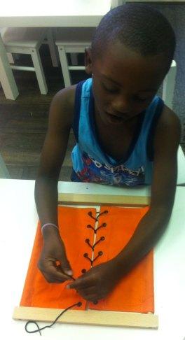 cadre habillage montessori bordeaux