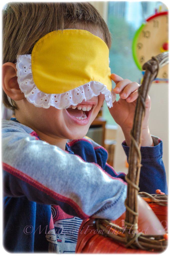 Montessori Sensorial MYSTERY-BAG-developing-stereognostic-sense