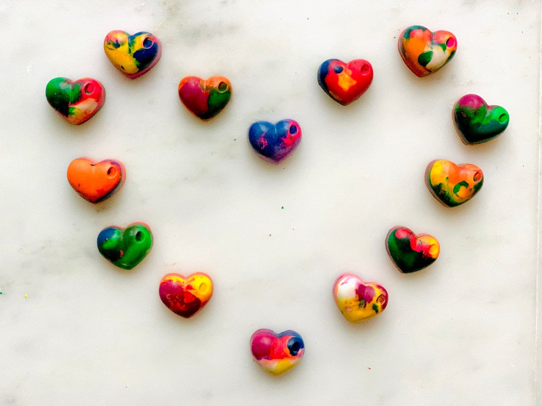 DIY HEARTS MELTED CRAYONS  Valentines Class Gift