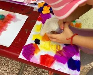 Maľovanie s krepovým papierom a vodou