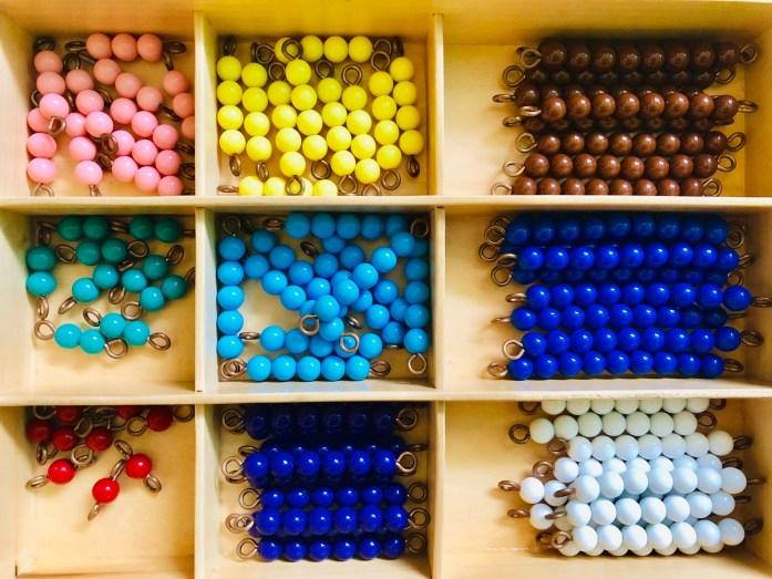 Montessori farebné perly
