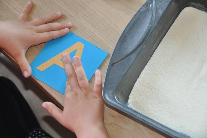 Montessori šmirgľové písmená