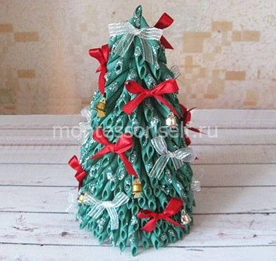Рождестволық ағашты тіреуішпен алыңыз