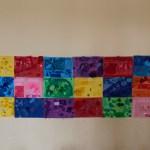 Flera färgglada målningar sammanfogade till en gemensam.