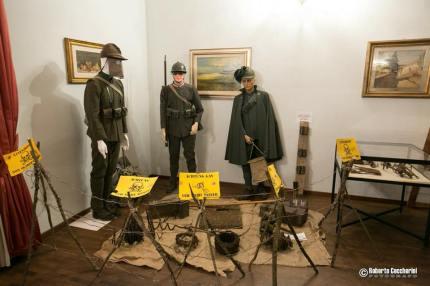 """Numerosi i reperti storici impegnati nella mostra """"Montevarchi va Alla Fronte"""". I nostri volontari sono riusciti a rendere questa esperienza ralistica e coinvolgente,"""