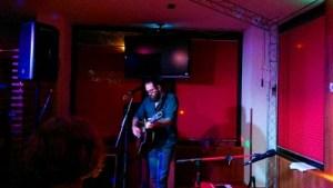 John Allen live beim Konzert in der Keyso Musikbar München.
