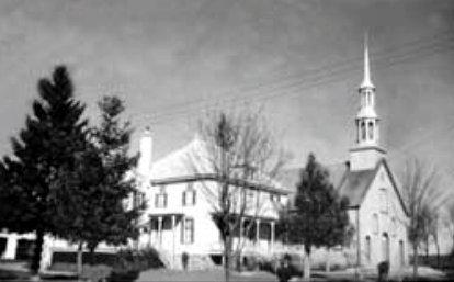 L'église et le presbytère vers 1960