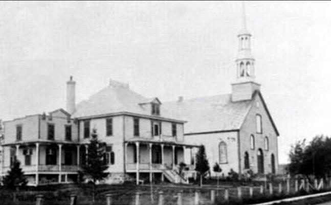 L'église et le presbytère vers 1935