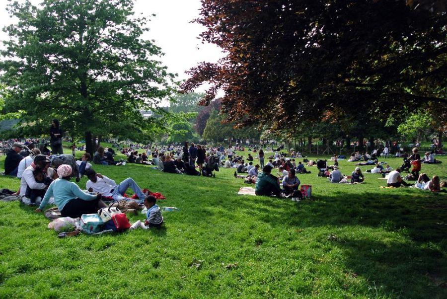 Parc Monceau: pendant que les gilets jaunes manifestent