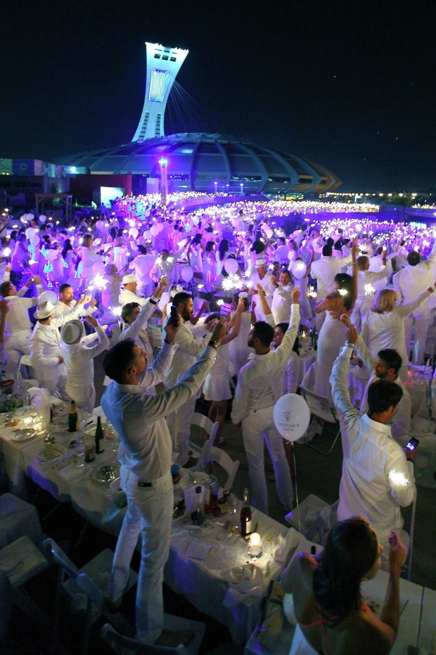 Dîner en Blanc 2013. Photo Credit to Dîner en Blanc