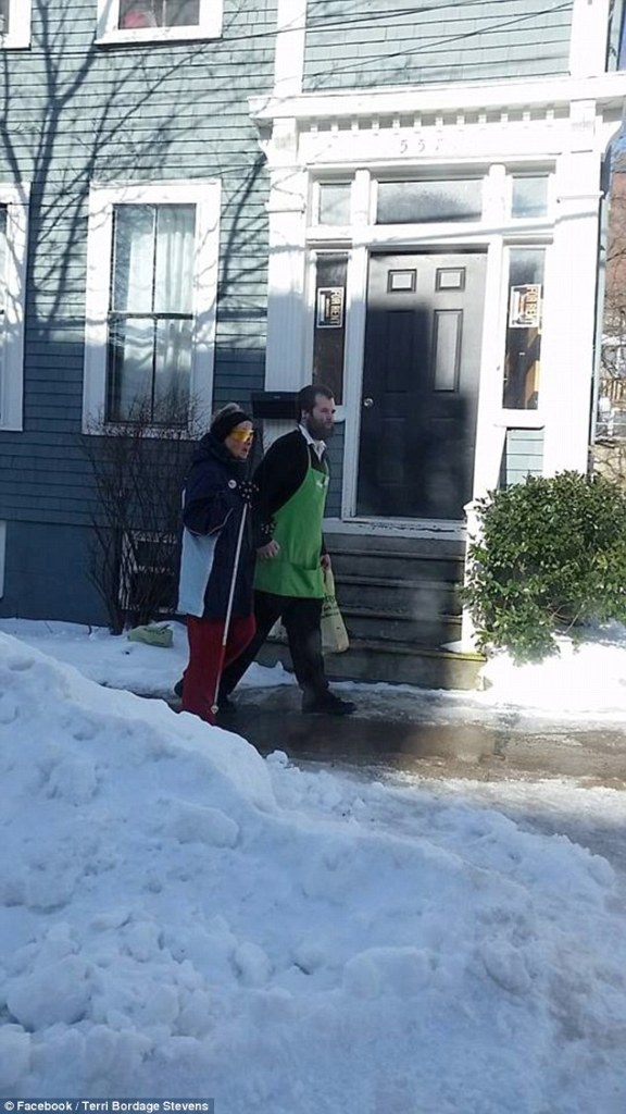 Austin MacNeill helps a blind, elderly woman navigate an icy sidewalk in Halifax. (Facebook / Terri Bordage Stevens)