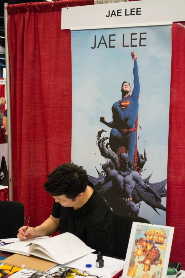 Comic artist Jae Lee signing a sketch. Montreal Comiccon (Photo by Jean-Frederic Vachon)