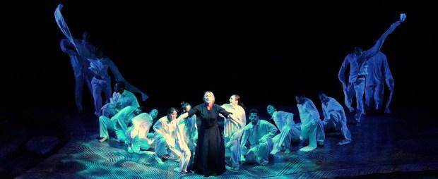 Margie Gillis & ensemble. Pearl. Photographe Yi-E Yan