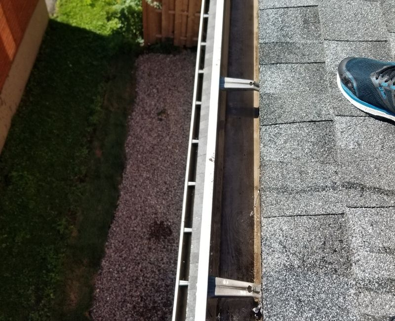 gutter cleaning montreal