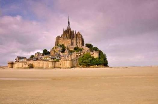 Le Mont-Saint-Michel fortifications commencée par Saint-Louis