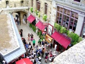 Touristes en haute saison Mont-Saint-Michel
