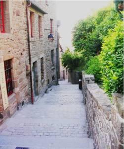 La Rue Haute Mont-Saint-Michel