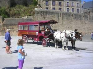Maringote sur esplanade du Mont-Saint-Michel