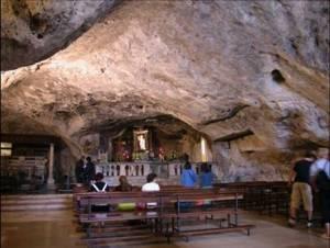 Grotte du Monté Gargano vénération reliques de Saint-Michel