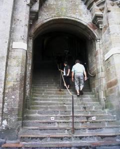 Escalier montant vers la billetterie